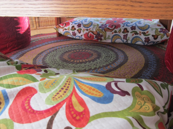 A sneak peek at the rug pattern.  Probably another reason this rug should be in the entryway of our new digs....its pattern is hidden by the table!